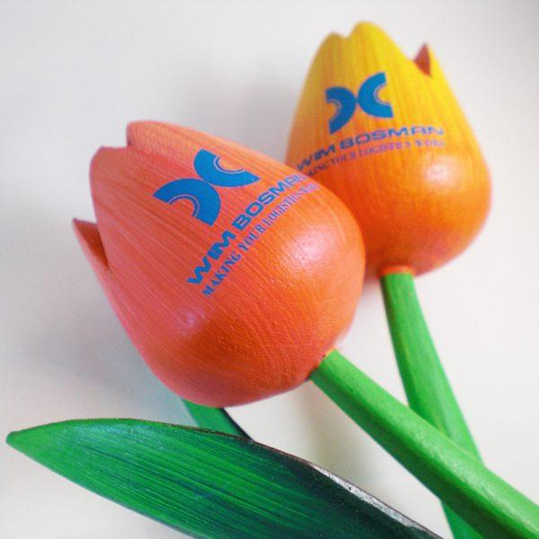 Houten tulpen met logo